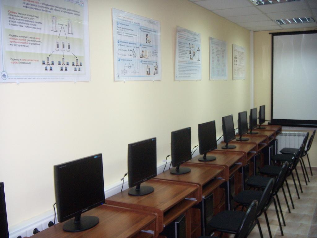 Столичный профессиональный бизнес-колледж - компьютерный класс